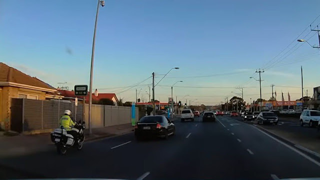 Συγκλονιστικό ατύχημα με αστυνομικό μοτοσικλετιστή (βίντεο)
