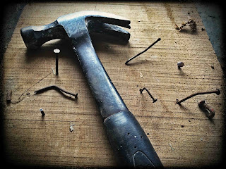 Cara memasang paku di kayu keras dengan mudah - gambar 1