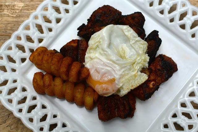 Costilla adobadas con patatas y huevos fritos 03