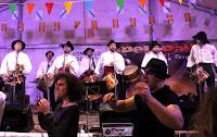 http://musicaengalego.blogspot.com.es/2016/02/fotos-pelepau-na-romaria-de-san-amaro.html