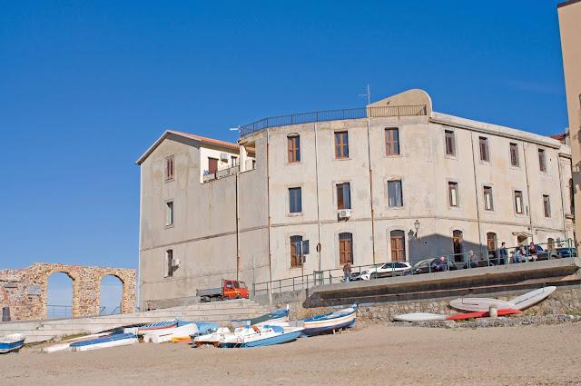 piaszczysta plaża na Sycylii, Cefalu widok na zatokę