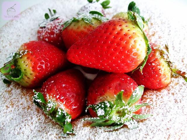 Tarta de fresas con nata montada