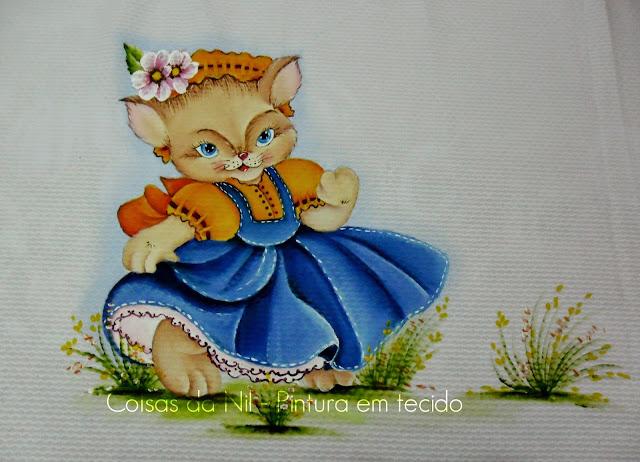 pintura em tecido manta em piquet branco com pintura de gatinha com vestido de jeans