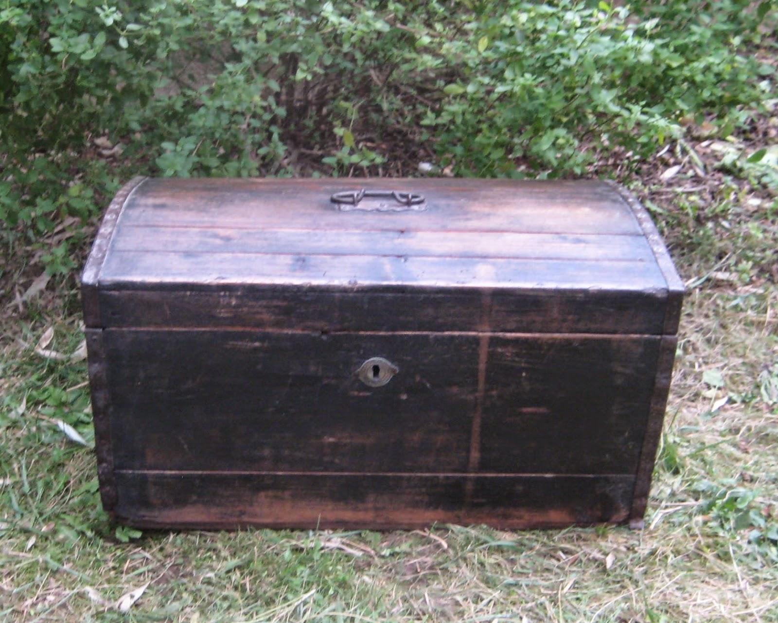 ancien petit coffre petite malle en bois. Black Bedroom Furniture Sets. Home Design Ideas