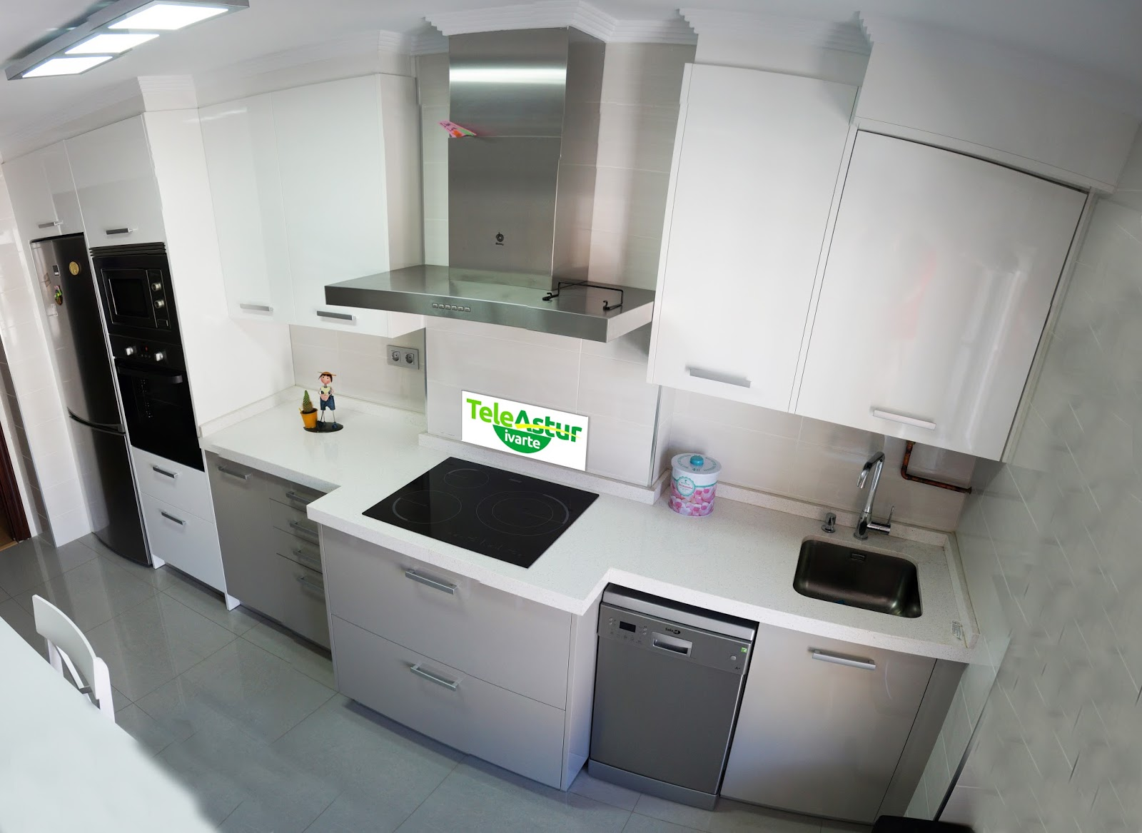 Cocina gris y blanca fotos for Muebles de cocina en oviedo
