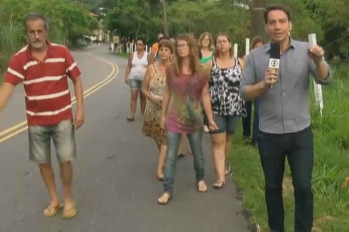 Vídeo: Homem baixa bermuda em transmissão de jornal da Globo