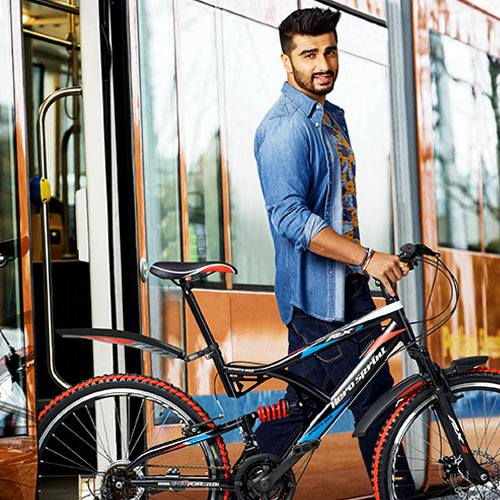 arjun kapoor family,biography,mother,hairstyle,father,girlfriend,sister,date of birth,parents,weight,ki and ka,father