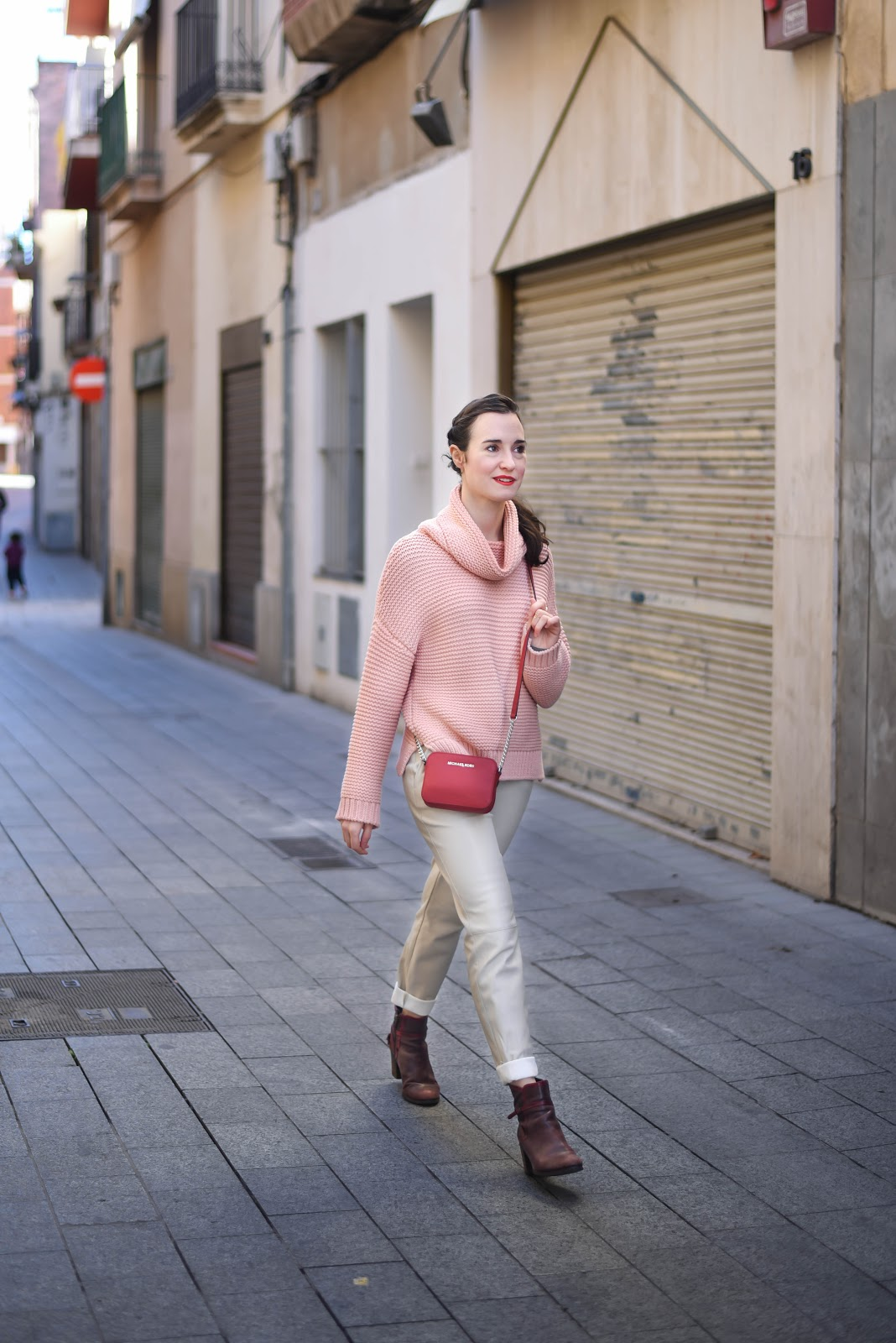 soft_pink_street_style_look_winter