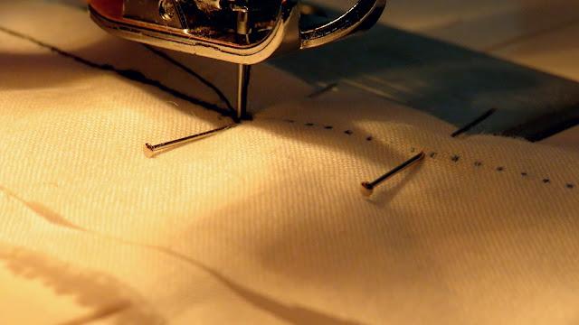 Costura del resto de pinza clavando aguja en el punto inicial