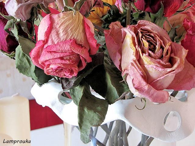 Αποξηραμένα τριαντάφυλλα.