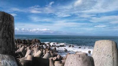 tetrapod atau pemecah ombak pantai glagah indah yogyakarta
