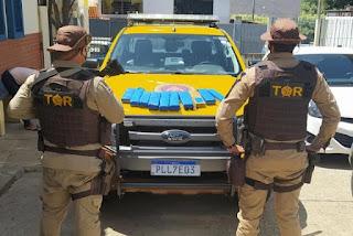Jovem de 18 anos é presa com drogas dentro de ônibus na BR-030 em Brumado