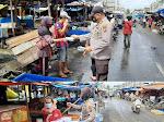 Polsek Tenayan Raya Bagikan Masker Gratis untuk Pengunjung dan Pedagang Pasar Tangor