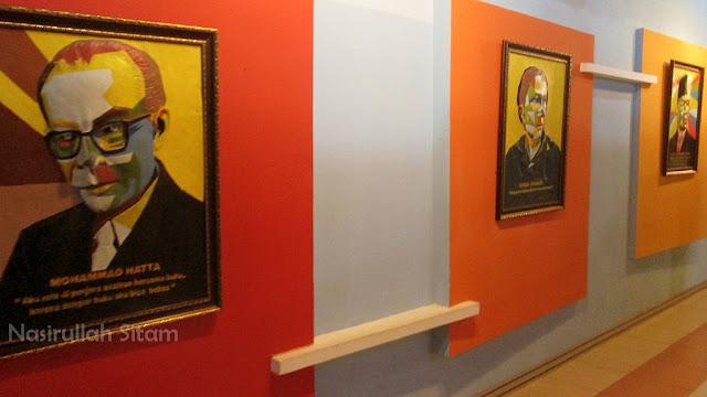 Gambar tiap dinding menuju Perpustakaan Taman Pintar