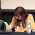 Los fans estan conmovidos por la capacidad de Whee In de MAMAMOO para comunicarse con un fan con discapacidad auditiva