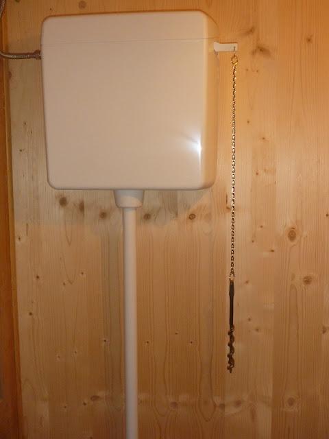 Bad aus Holz, Holz im Bad, Klo, Toilette, WC, SCheisshaus