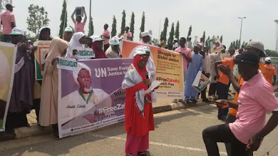 Photos: Students protesting the detention of Shiite leader, Ibrahim El-Zakzaky, teargased in Abuja 8