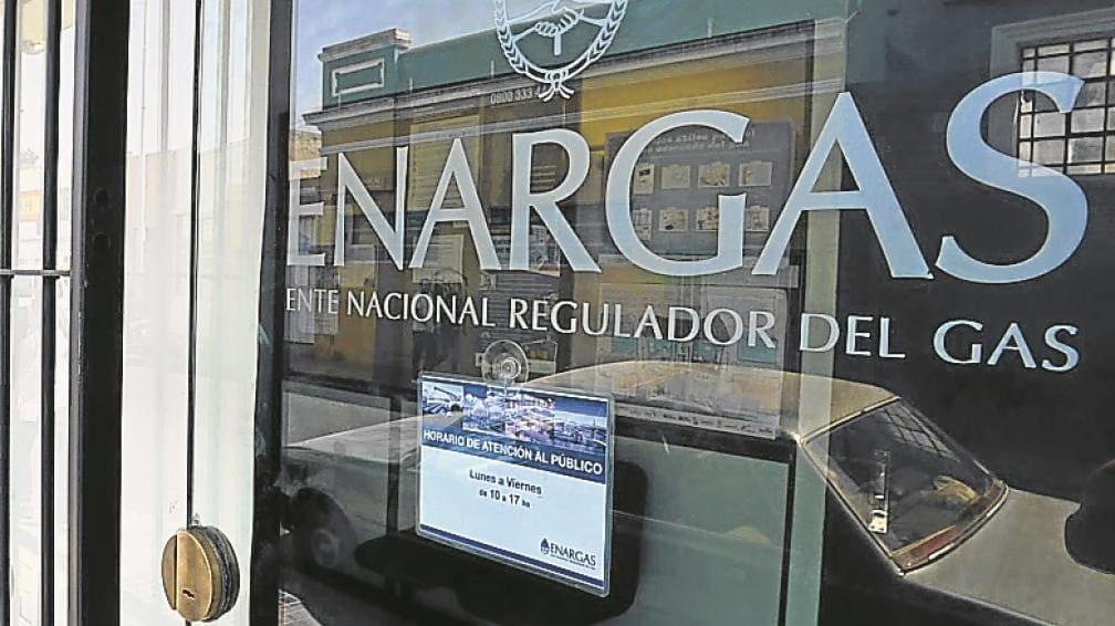 Transportistas y distribuidoras de gas deberán pagar $ 528,28 millones para financiar al Enargas