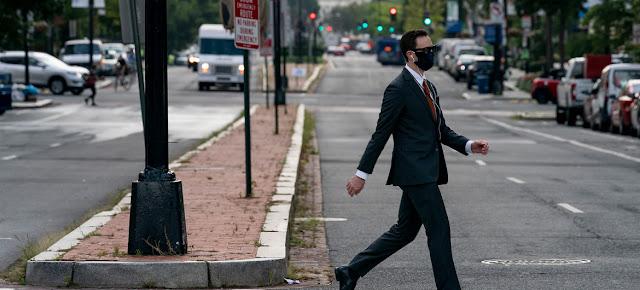 Un hombre camina en los Estados Unidos durante la pandemia de COVID-19IMF/Cory Hancock