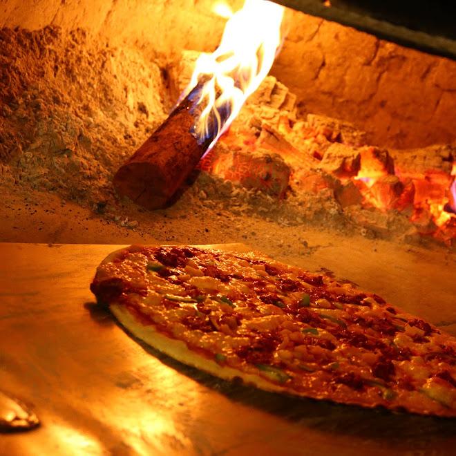 Parim y sus deliciosas pizzas a la leña