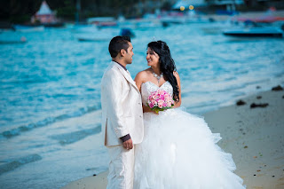 民法改採登記婚後,過往常見的公證結婚逐年減少,但目前每年仍有近千對的新人到法院或民間公證人前公證結婚,本文論述公證結婚是否仍有其作用。