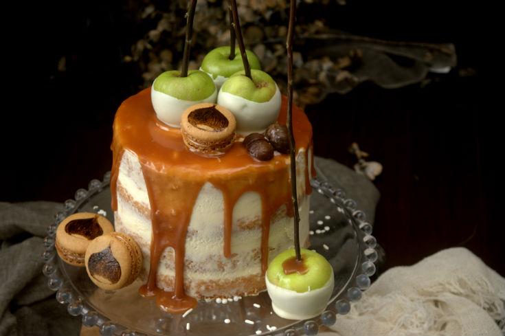 Tarta layer cake de manzanas y castañas con salsa de caramelo