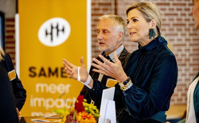 Queen Maxima's fashion wore a soft shiny top, neat trousers with wide legs, high heels and a pair of good earrings from Natan