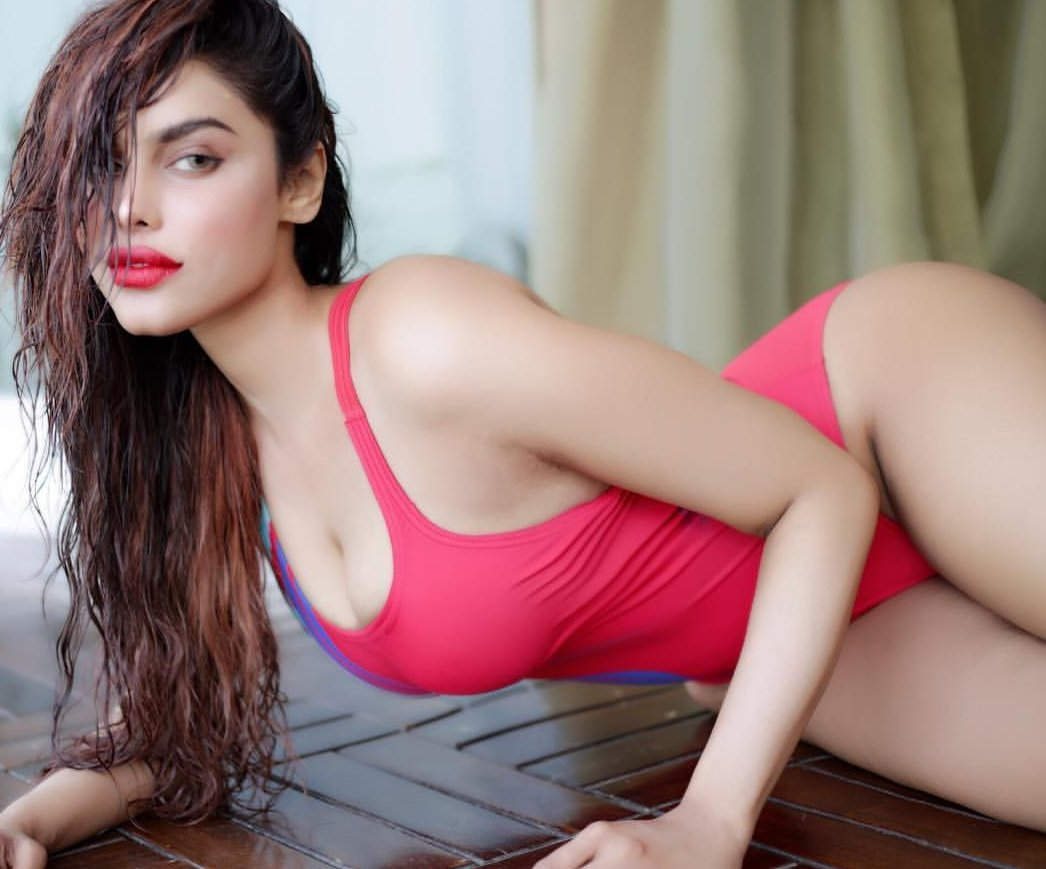 Lily, indian transsexual escort in new delhi