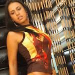Andrea Rincon, Selena Spice Galeria 36 : Shakiras, Camiseta Negra Con Amarillo y Rojo, Tanga Amarilla y Naranja Foto 23