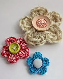 http://www.mycrochetprojects.com/en/crochet/sehr-einfache-hakelblume.html