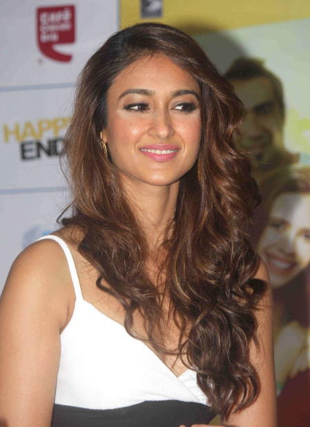 Illeana in a sexy dress at a film promotion + other HQ pics...