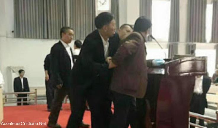 Pastor detenido mientras predicaba en China