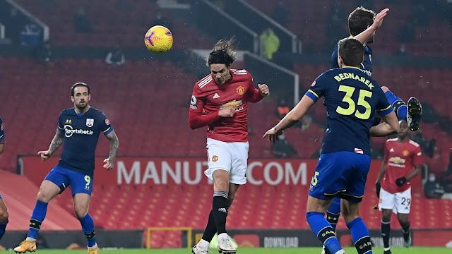 Edison Cavani scores header during Manchester United 9-0 Southampton
