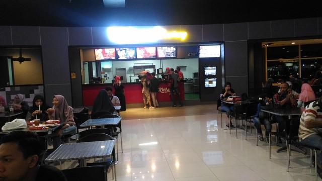 Richeese Factory Royal Plaza Surabaya