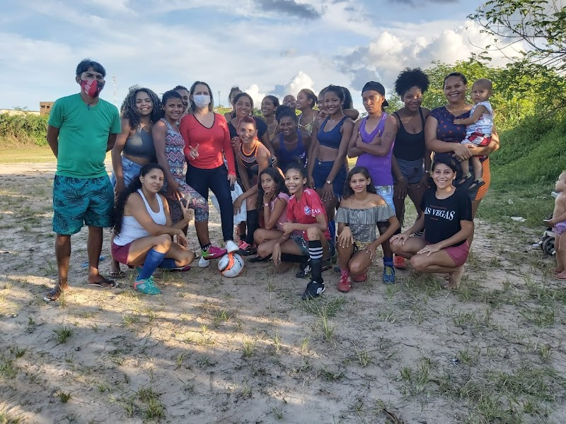 Vereadora Marly Tavares leva apoio para as meninas do time feminino do Bairro Matadouro em Pedreiras.