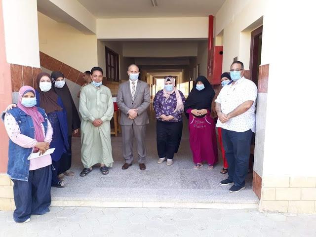 وكيل وزارة التربية والتعليم بالفيوم يشيد بانضباط العمل بمدرسة كمال بركات بسنورس