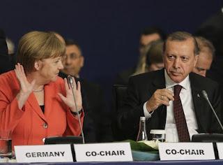 Ανίκανη ή υποκρίτρια η ΕΕ μπροστά στον Ερντογάν;