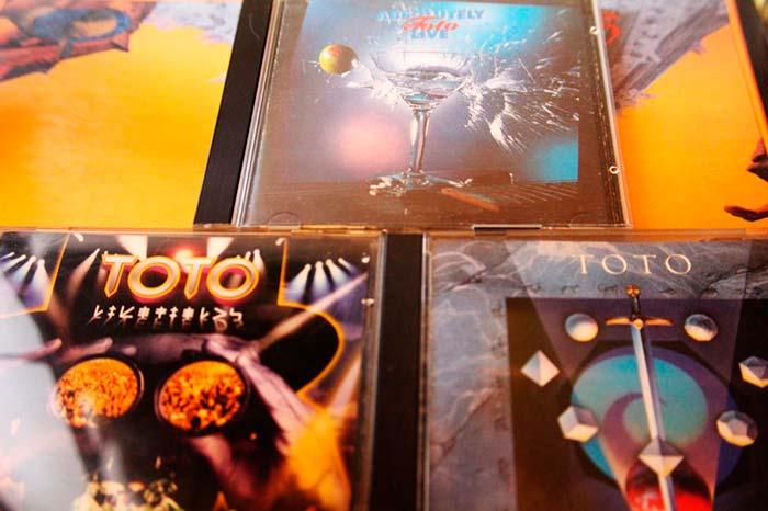 """Selección del """"Grandes Éxitos"""" más popular de toda la discografía de Toto, y dos conciertos."""