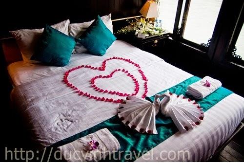 """Cách trang trí phòng cưới đơn giản đẹp thiên nga bằng khăn, lãng mạn đón nàng """" rễ làm lắm"""" 2"""