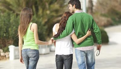 5 Tanda Anda Jatuh Hati Pada Sahabat Kekasih