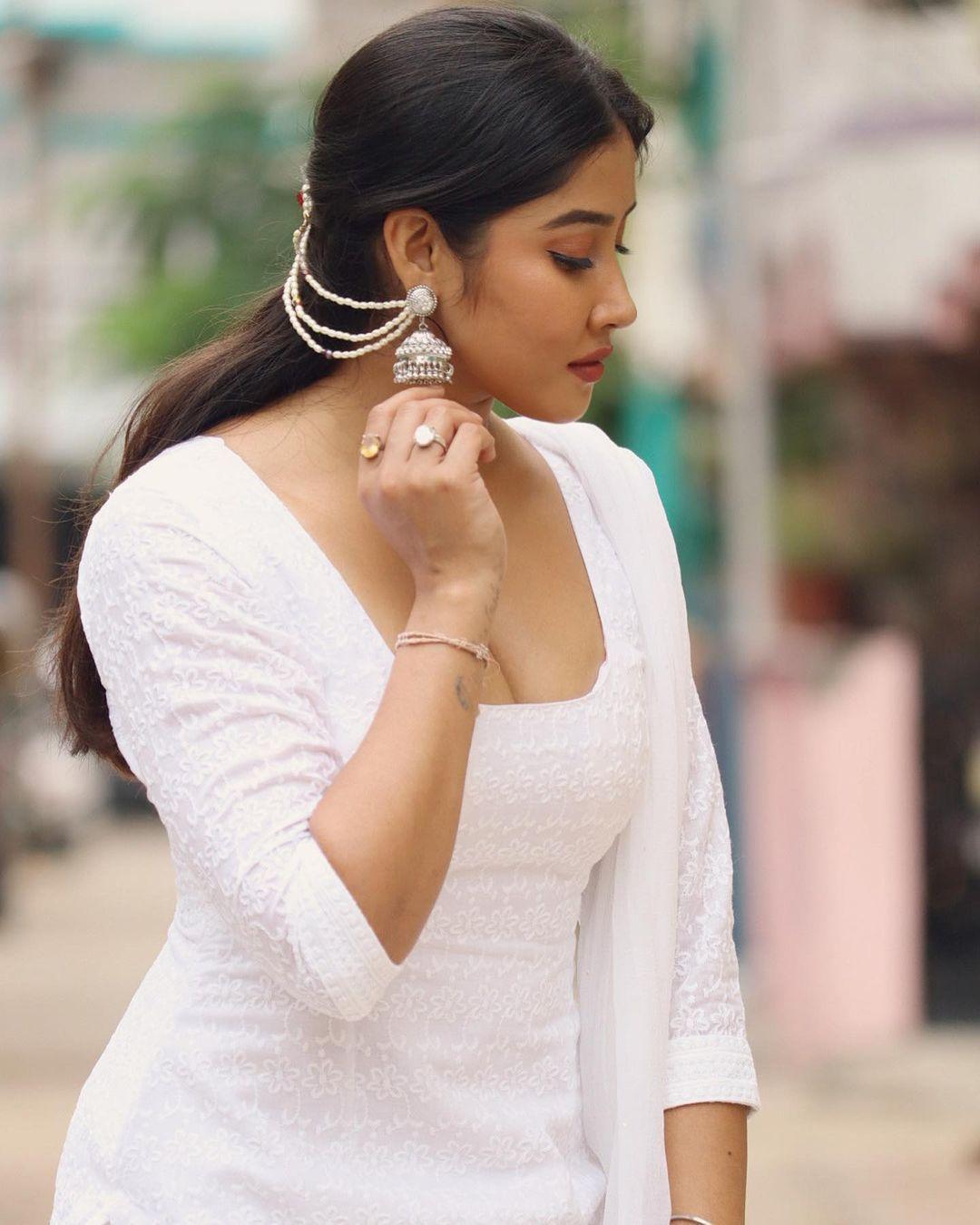 Model Actress Sofia Ansari Latest Hot Photos in White Dress
