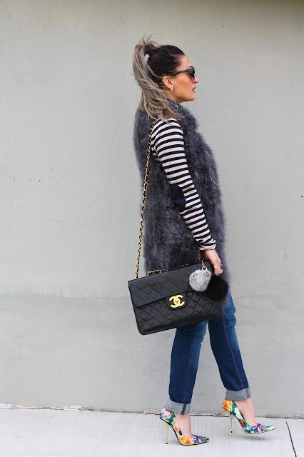 fur vest, baggy jeans, spring outfit, casual cool, boyfriend jeans, casual spring outfit, canadian fashion blogger, fashion canadians, floral pring shoes, floral stilettos, kako nositi krznenu jaknu, sta nositi na utakmicu, sta nositi u prolece, toronto blogger, toronto streetstyle, yyz style