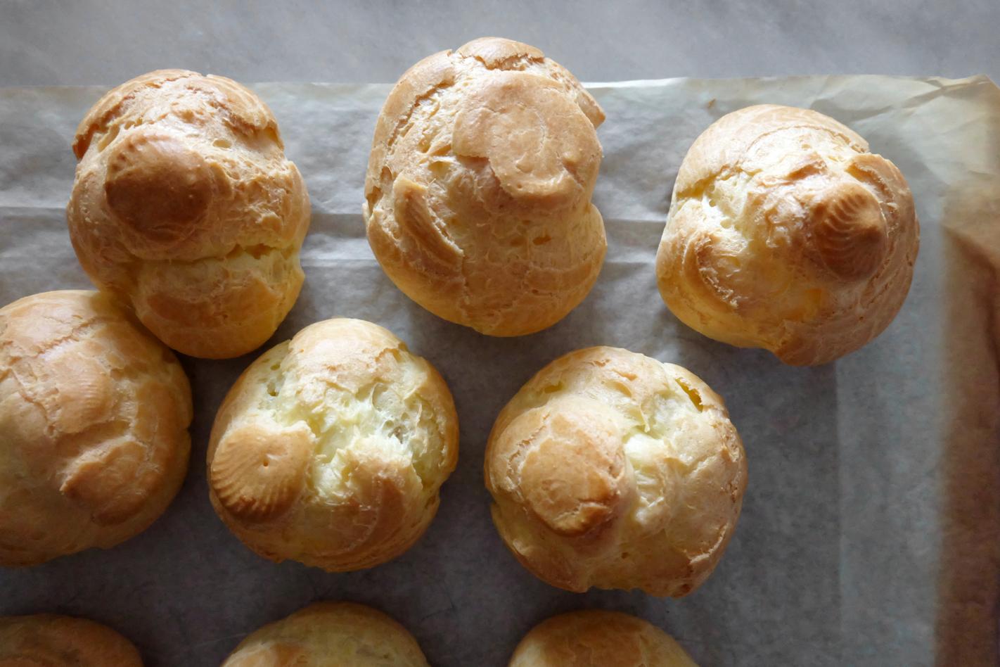 profiterole cream puffs