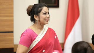 Palak Bhansali sebagai Mrs. Palak