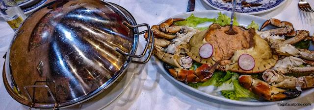 Cataplana, panela típica portuguesa, e sapateira, caranguejo típico de Portugal