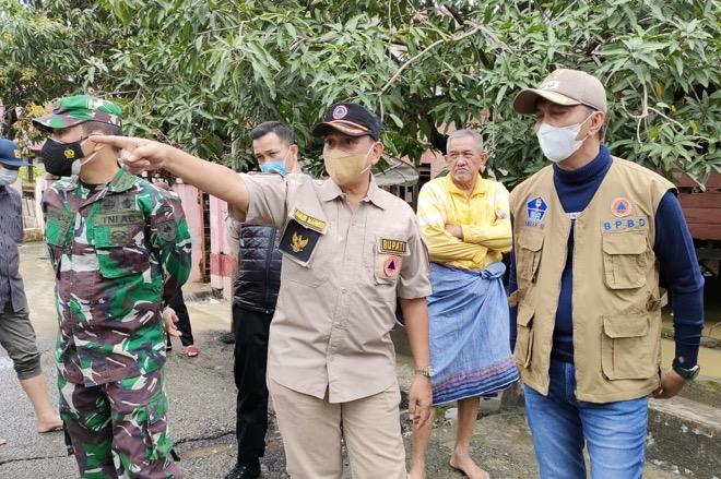 Tinjau Lokasi Banjir, Bupati Wajo Kumpulan Kepala Perangkat Daerah