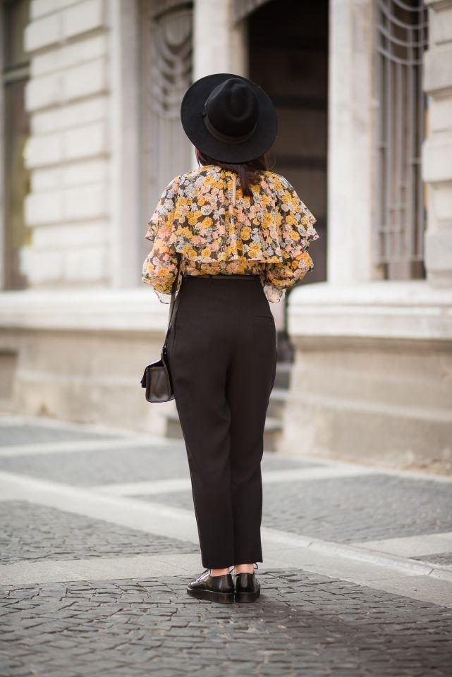 elegancka bluzka z falbanami noszona do kapelusza i cygaretek