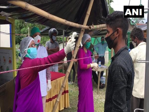 Indian returns through India-Nepal border in West Bengal's Darjeeling