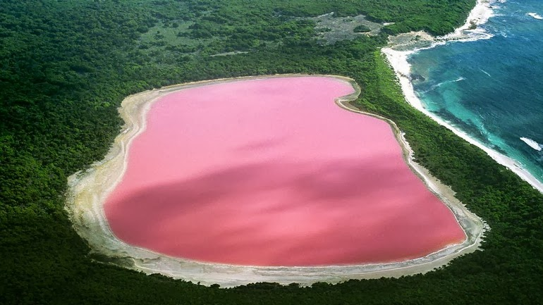 Lake Hillier, Australia - 15 Things You Won't Believe Actually Exist In Nature