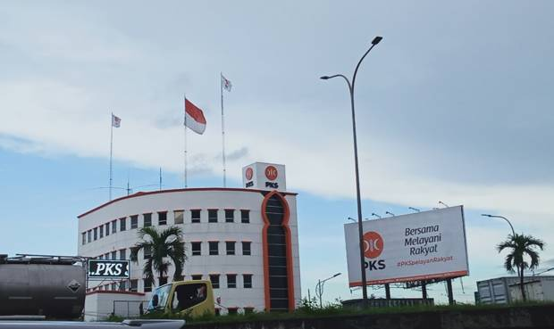 SMRC Sebut PKS Oposisi Tunggal Jika Demokrat Moeldoko Lolos